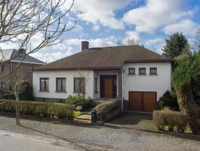 Deze villa straalt een tijdloze klasse uit en is gelegen in een residentiële en rustige wijk op wandel-en fietsafstand van het centrum van Lovend