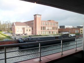 Recent appartement (2005) met uitzicht op het water. Het appartement beschikt over een ruime living (40m²) met tegelvloer en volledig geïnst
