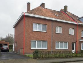 Ruime halfopen woning op 539m² grond met oprit en garage, 5 slaapkamers en goed bereikbare ligging. Grote zolder met vaste trap en uitbreidingsmo