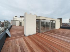 Exclusieve penthouse met enorm groot terras.  Recent volledig gerenoveerd. 3 slaapkamers. 2 badkamers. Living van maar liefst 50m2.  Overal voorzien