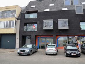 Hedendaags appartement met 2 slaapkamers, terras en autostaanplaats. Gelegen aan de rand van Brugge in nabijheid van winkelcentrum.  INDELING: Inko