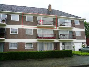 Ruim en rustig gelegen appartement met 2 slaapkamers in residentiële buurt. De lichte leefruimte beschikt over een vernieuwde en hedendaagse open