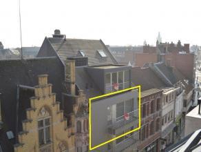Ruim appartement met terras in hartje Roeselare!  Inkom - ruime living met open keuken (4 kookplaten, dampkap, oven, microgolf, koelkast, diepvries