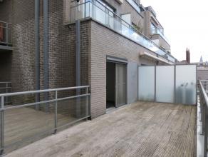 Dit appartement onderscheid zich door zijn ligging, terras, tuin en zijn vier ruime slaapkamers!   indeling van het appartement: gelijkvloers: ink