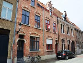 Ruim duplex appartement met 2 slaapkamers op een uiterst centrale ligging.  Indeling 1eV: Slaapkamer 1 (16m²)  2eV: Nachthal - Keuken/ woonk