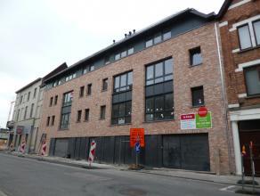 Laatste autostandplaats te koop in residentie Hendrik: centrum Roeselare.   Deze autostandplaats bevindt zich in een afgesloten garagecomplex op wan
