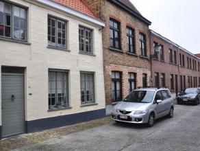 Gerenoveerde woning met 2 slaapkamer en gezellig terras.  INDELING: Glvl: Inkomhall - gastentoilet - woonkamer (22m²) met open ingerichte keuk