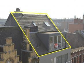 Prachtige lichtrijke duplex met groot terras in hartje Roeselare! Vlakbij station van Roeselare  Duplex heeft volgende indeling: 1E VERDIEP: inko