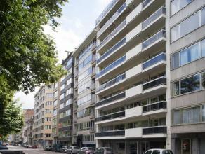 Op de vierde verdieping langs het Koning Albertpark, ook wel Zuidpark genoemd, vindt u dit instapklare appartement van 95m² groot met twee ruime
