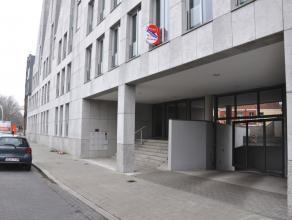Ondergrondse overdekte staanplaats met plaats voor 1 wagen, gelegen aan de Ezelpoort.   Huurprijs: € 75,00