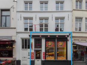 Overname handelsfonds van een volledig geïnstalleerde frituur-horeca-exploitatie in het volle centrum van Brugge nabij de Markt.  Indeling: -