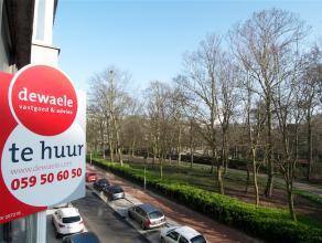 Ideaal woonappartement gelegen aan het stadspark te Oostende in het volle centrum bij alle handelszaken dus en op wandelafstand van de zeedijk. Het be