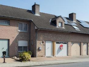 Deze instapklare woning is gelegen op wandelafstand van het Sterrebos.   Indeling:  Gelijkvloers: Inkom met apart toilet, living met zit en eetged