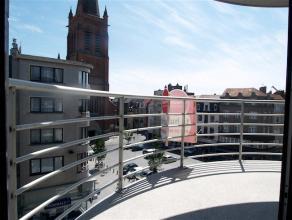 Supermodern ingericht appartement in recent gebouw met 2 slaapkamers, gelegen langs de Alfons Pieterslaan en bij de Rogierlaan.  Op wandelafstand van