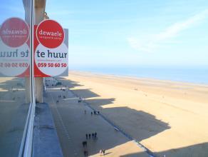 Mooi gerenoveerd appartement. Gelegen op de Zeedijk in het centrum van Oostende. Zeer ruime woonkamer. Uniek zicht op zee. Uitgerust met afgewerkte ba