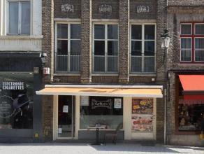 Overname handelsfonds van een instapklare tearoom in het volle commerciële centrum van Brugge.  Indeling: - gelijkvloers bestaande uit ingeric