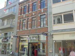 Handelsruimte met gelijkvloerse oppervlakte van ca. 300m² in de Ooststraat.  Van de gelijkvloerse oppervlakte is op heden ca. 70m² in gebr