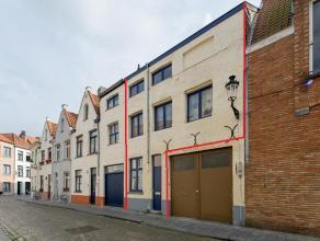 Deze gerenoveerde woning in het centrum van Brugge geniet onder meer van een zonnig terras, 2 slaapkamers, bureau, ruime badkamer... gelegen op wandel