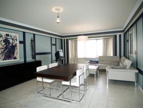 Super verzorgd en instapklaar appartement met 2 slaapkamers gelegen net buiten de drukte van het stadscentrum van Oostende. Gelegen op de 3de verdiepi