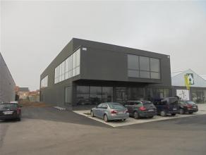 Prachtige nieuwbouw kantoorruimte op de eerste verdieping met een zeer ruime gemeenschappelijke parking voor 350 wagens.    Kantoorruimte van ca. 73