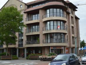 Luxueus, kwalitatief afgewerkt appartement met 2 slaapkamers in hartje Roeselare. Centraal gelegen in de groene omgeving van het Noordhof te Roeselar