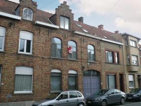 Knus appartement op de eerste verdieping van een rustige residentie. Centraal gelegen nabij centrum van Roeselare, doch met een ideale bereikbaarheid