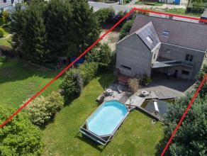 Zeer ruime villa (318m² + 214m² kelder) op 1400m², vlakbij centrum Brakel.<br /> <br /> Indeling:<br /> <br /> - gelijkvloers: inkomhal