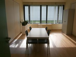 Instapklaar (gemeubeld) kantoor van 24m² met diensten beschikbaar, ideaal voor startende ondernemers. Geen aanwezigheidslimiteit (coworking - max