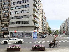 Luxueus afgewerkt appartement met zonnig terras van waarop zicht op de Leopold II Laan en het casinoplein. Het betreft hier een klassevol afgewerkt 2