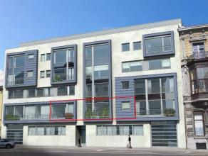 Dit appartement is gelegen in residentie De Citadel, een moderne residentie in het centrum van Kortrijk. Het ligt op de eerste verdieping, en is voorz