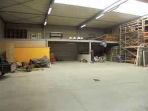 Recent atelier van ca. 380m² met tussenverdiep van ca. 90m².  Centrale ligging in industriezone Zwaaikom, nabij de op-en afrit van de snel