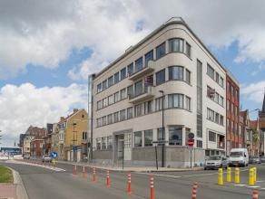 Deze loft biedt een zee van ruimte. Dit instapklaar appartement van +/- 250 m² en +/- 45 m² terras is gelegen in hartje Roeselare.   Inkom