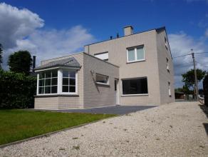Ruime, instapklare woning aan de stadsrand van Waregem met 4 kamers en gezellig tuintje.   INDELING:  gelijkvloers: inkomhal - kamer met inmaakkas