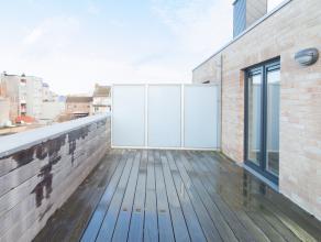 Deze ruime nieuwbouw woonduplex (135m²) met 3 slaapkamers is centraal gelegen te Mariakerke op wandelafstand van handelszaken, openbaar vervoer e