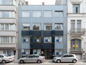 Dit kantoorgebouw is gelegen in het centrum van Oostende en bestaat  uit 4 verdiepingen met een totale vloeroppervlakte van 565m2. Het gelijkvloerse