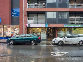 Instapklare commerciële ruimte van ca. 100m² in het centrum van Roeselare.  Open ruimte van ca. 100m² met sanitaire voorzieningen en