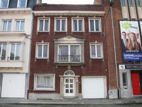 Charmante ruime burgerwoning met tuin en garage te Kortrijk.  Deze burgerwoning is zeer centraal gelegen te Kortrijk, nabij het gerechtshof en op wa