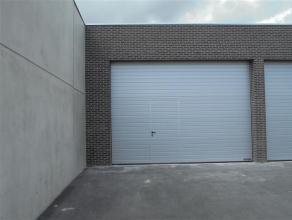 Goed toegankelijke loods van ca. 165m² in het centrum van Roeselare.  Specificaties: - vlakke tegelvloer - standaardverlichting - sectionaal