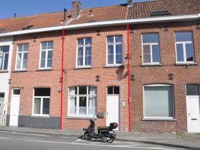 Charmante woning met 2 slaapkamers en terras met zicht op de Langerei, vlakbij de Dampoort en op enkele minuten van het stadscentrum.  INDELING: Gl