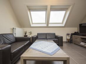 Dit charmant duplexappartement bevindt zich pal in het centrum van Kortrijk, op een boogscheut van de Grote Markt.   Indeling van het appartement :