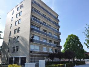 Appartement met 3 slaapkamers en garage in de residentie 'Zonhove', gelegen op een boogscheut van het station en het centrum.   INDELING: 2°V: