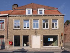 Volledig gerenoveerd handelsgelijkvloers in het centrum van Brugge, nabij de Katelijnebrug.  Bestemming: handel (uitgesloten: café en nachtwink