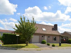 Gezellige woning (bj. 1980) op een hoekperceel van 529 m² gelegen in rustige en kindvriendelijke buurt in Dikkebus en op slechts 5 km van centrum