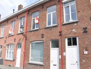 Gezellige woning met 2 slaapkamers en zicht op de Langerei.  INDELING: Glvl: inkom - woonkamer (24,5m²) - open keuken (14m²) met kookplaa
