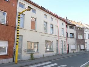 Deze instapklare woning ligt in een rustige straat, doch zeer centraal: op wandelafstand van het zuidpark en centrum Gent en vlakbij de oprit van de a