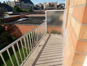 Woonappartement van 110m2 met 3 slaapkamers gelegen net buiten het centrum van Oostende. Het betreft een appartement op de 1ste verdieping langs de Kr