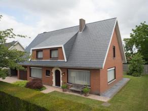 Deze interessante woning is gelegen in een doodlopende straat. <br /> Met zijn grondoppervlakte van +/- 627 m² en een bewoonbare oppervlakte van