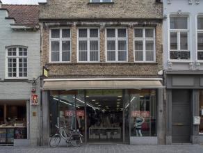 Handelspand op zeer goeie commerciële ligging in het centrum van Brugge.  Indeling: - gelijkvloers bestaande uit winkelruimte (ca. 115m²)