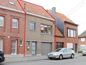 Deze woning werd recent volledig gerenoveerd en beschikt naast de nieuwe verwarmingsketel en dubbel glas ook over dakisolatie. Achteraan de woning is