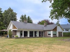 Instapklare villa, rustig gelegen en doch vlot bereikbaar op een perceel van ca. 1.308m².<br /> De villa onderging een grondige renovatie in 2011